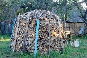 Поленница дров.