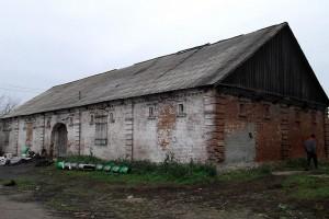 Сохранившаяся хозяйственная постройка в бывшем имении Куракиных-Олив (село Алексеевка).