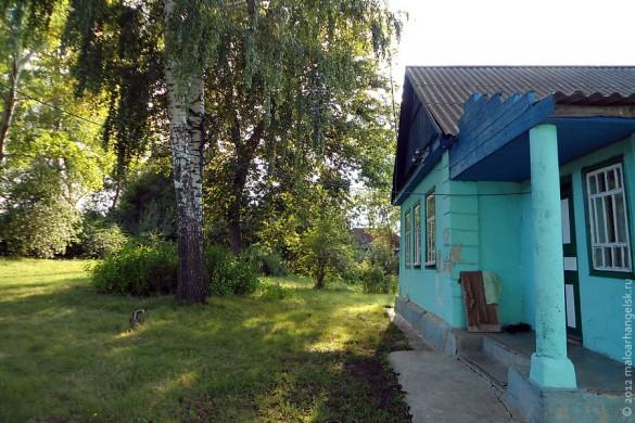 Перед этим домом траву косили 3 раза за лето.