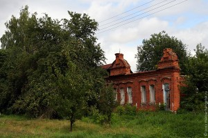 Стены школы в Каменке.