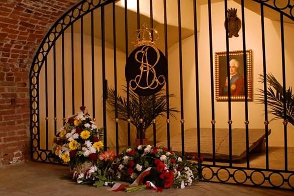 Здесь был похоронен Понятовский.