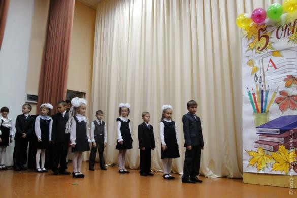 День Учителя 5 октября 2012 года в Малоархангельском районе. Поздравляют первоклассники.