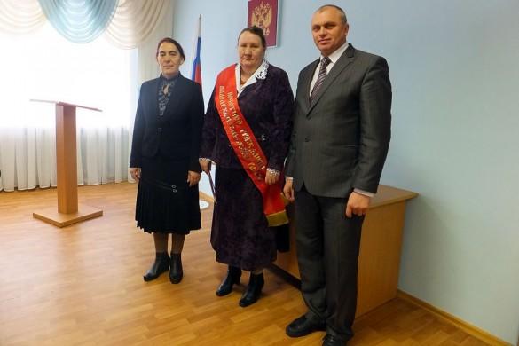 Почетный гражданин Малоархангельского района Кононова Нина Михайловна (в центре).