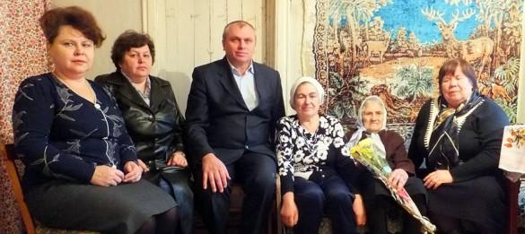 С юбилеем Нину Ивановну поздравили глава района и другие официальные лица.