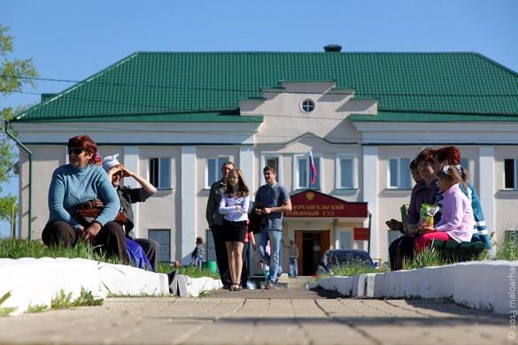 В Парк Победы Малоархангельска пришли жители города.