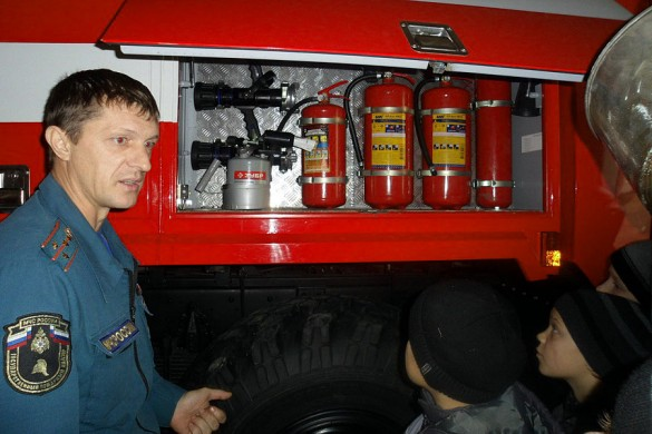 На экскурсии в пожарной части № 26 по охране г. Малоархангельска и Малоархангельского района.