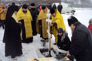 3 января 2014 года архиепископ Орловский и Ливенский Антоний освятил закладной камень в основание строительства храма в селе Луковец.