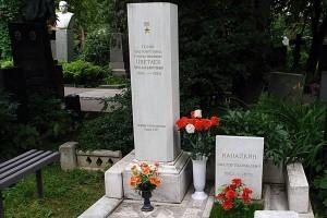 Памятник на могиле Цветаева В.Д. на территории Новодевичьего монастыря.