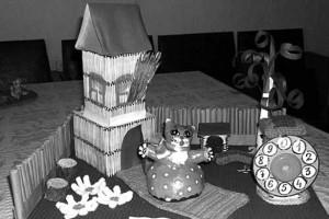 В номинации «Декоративно-прикладное творчество» (возрастная категория до 7 лет) 1-го места удостоилась работа «Кошкин дом» второй младшей группы детского сада № 2 г Малоархангельск (руководитель Г. Щербакова).