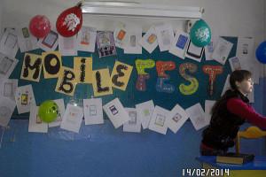 Украшение классной комнаты в рамках подготовки к Фестивалю.