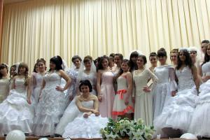 Даже работники малоархангельского ЗАГСа не видели такого количества девушек в свадебных платьях.