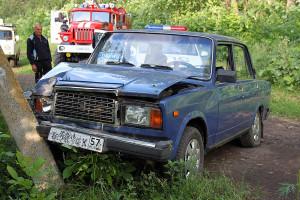Столкновение автомобиля ВАЗ 2107 с башней уличного освещения.