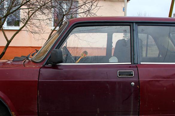 Деревянная ложка в двери ВАЗа.