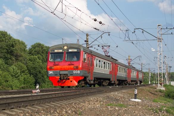 Электропоезд ЭМ2-008, станция Малоархангельск. Автор: Sherman, 2015 год.