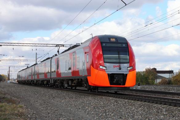 Электропоезд ЭС1-001, ст. Малоархангельск.