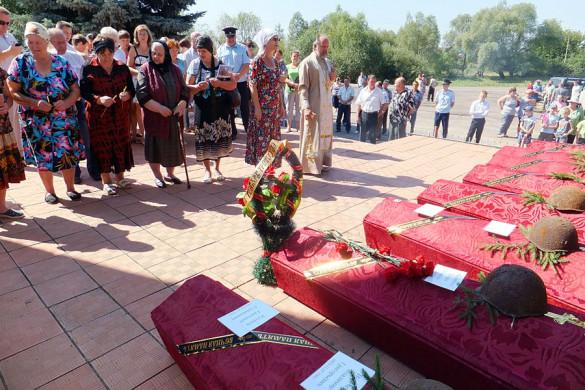 Панихида по убиенным воинам в Протасово.