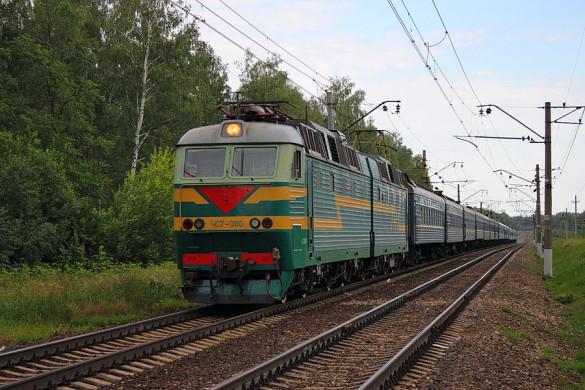 Электровоз ЧС7-080 с поездом Донецк — Санкт-Петербург, перегон Малоархангельск — Глазуновка.