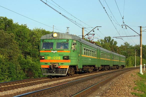 Электропоезд ЭР2-1239, перегон Поныри — Малоархангельск.