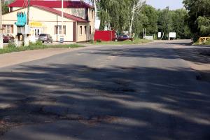 Ямы на улице Калинина в Малоархангельске.