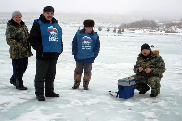 На соревнованиях среди любителей подледного лова рыбы.