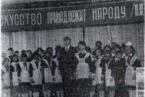 Выступает хор Малоархангельской средней школы. 1984 год.