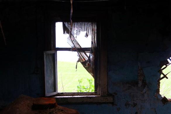Внутри старого дома.