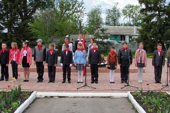 Малоархангельских школьников приняли в пионеры.