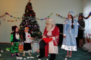 Гномик и Пингвин читают стихи Деду Морозу