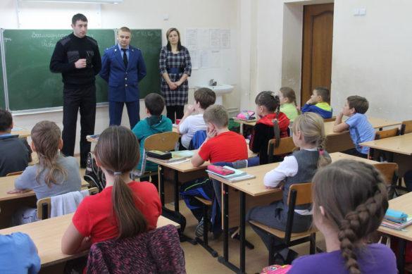 Сотрудники Госавтоинспекции Малоархангельского района встретились с учащимися Малоархангельской средней школы №2.
