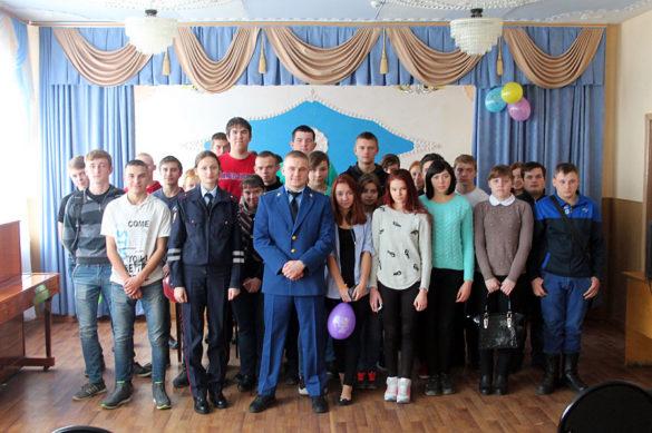 Сотрудники Госавтоинспекции Малоархангельского района встретились с учащимися Профессионального училища.