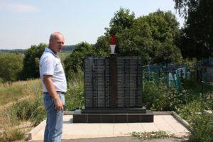 Мемориал в селе Дубовик бюджетных денег не потребовал - жители сами привели его в порядок. Фото: Денис Передельский/ РГ.