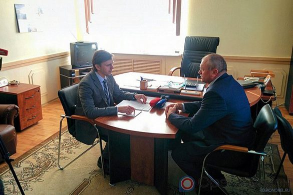 Беседа Клычкова с главой района Юрием Масловым.
