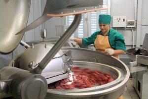 Производство колбасы.