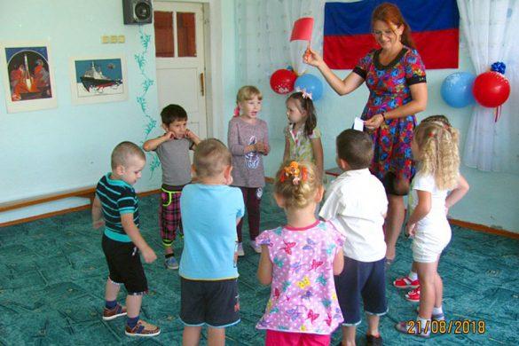 День флага в детском саду поселка станция Малоархангельск.
