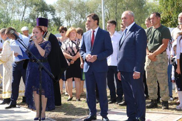 На церемонии открытия стелы «Населенный пункт воинской доблести» в Протасово.