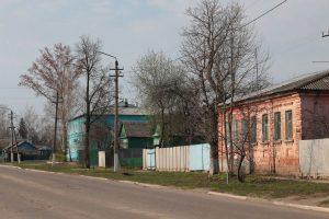 Вполне возможно, в этом доме (кирпичный, справа) жил до революции один из малоархангельских купцов.