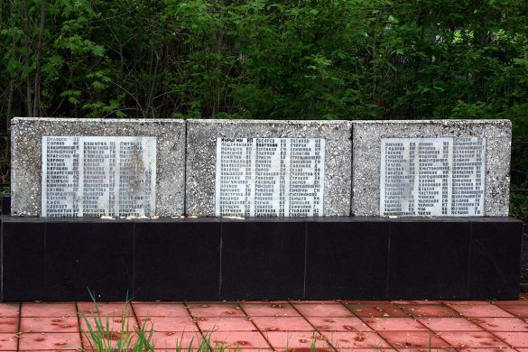 Плиты захоронения в деревне Удерево Малоархангельского района