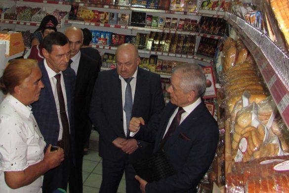 Онищенко посетил с рабочим визитом минимаркет