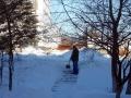 Все сознательные горожане чистят снег.