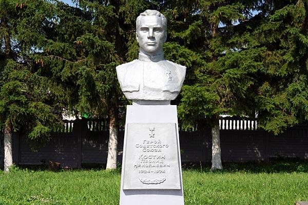 Бюст Костина в Парке Победы Малоархангельска.