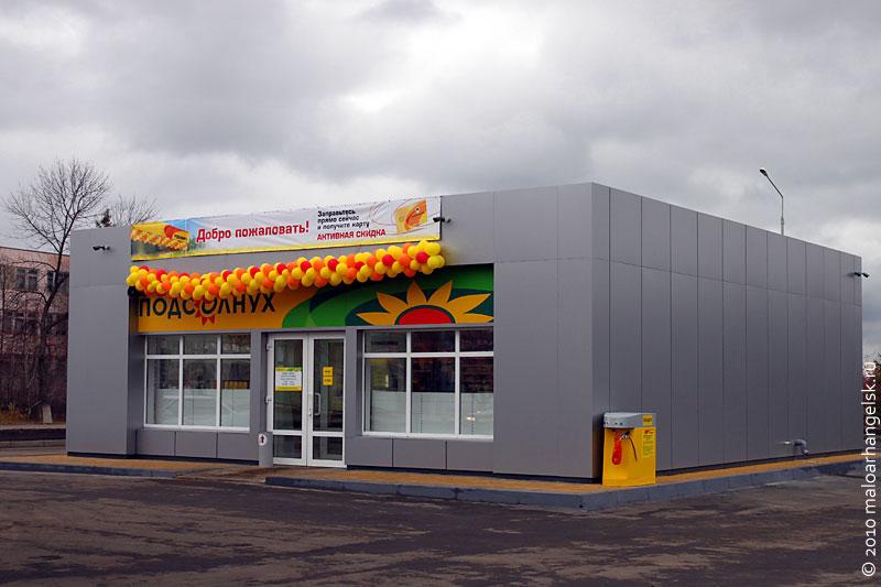 В новом здании имеется магазин