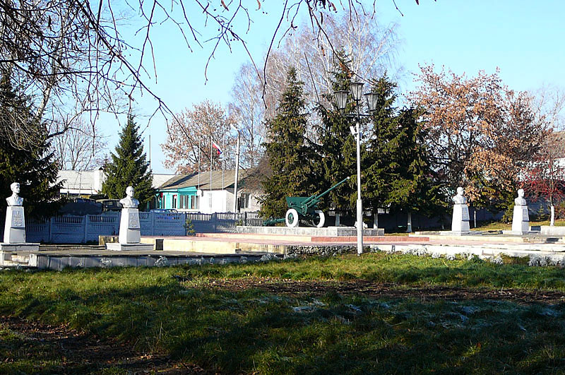 Братская могила в парке
