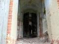 Металлические двери были надёжной защитой от воров во времена СССР, когда внутри был склад.