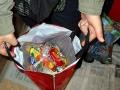 Результатом коляды становятся тугие сумки, набитые конфетами, печеньями, мандаринами...