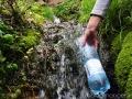 Вода в родниках прозрачная, не имеет посторонних привкусов и запахов