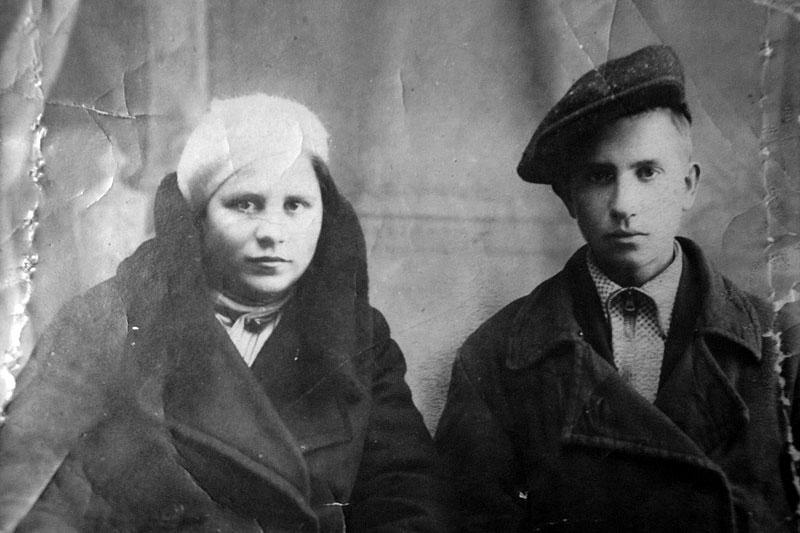 Варвара Никифоровна Коробова с младшим братом Николаем.