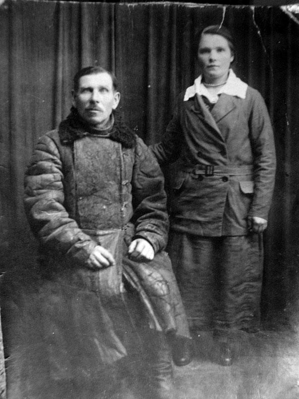 Отец Никифор Михайлович Боев со старшей дочерью.