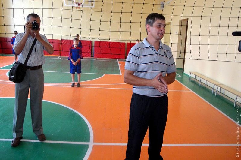 Учитель физкультуры МСШ № 2 Владимир Туранцев мечтает о строительстве в городе спортивного центра.