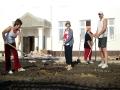 Малоархангельцы помогали обустраивать территорию школы.