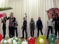 Танец с зонтиками показывают ученицы Ивановской средней школы.